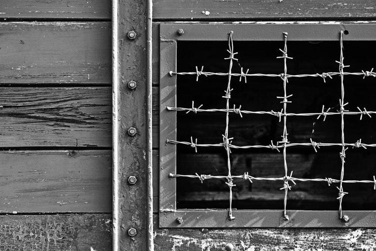 Grille d'un camp de concentration