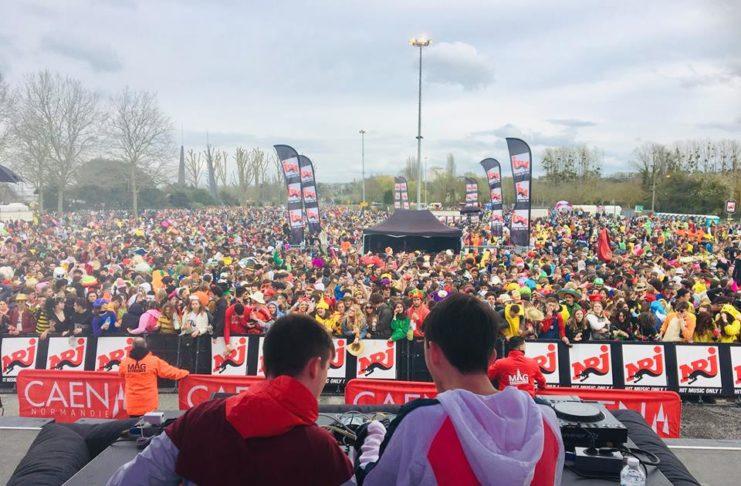 La foule du Carnaval vue depuis le podium