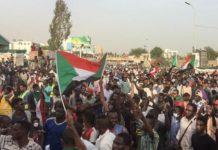 Des manifestants soudanais lors d'un sit-in à Khartoum