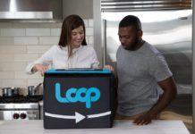 Deux agents de Loop dans le cadre d'une publicité