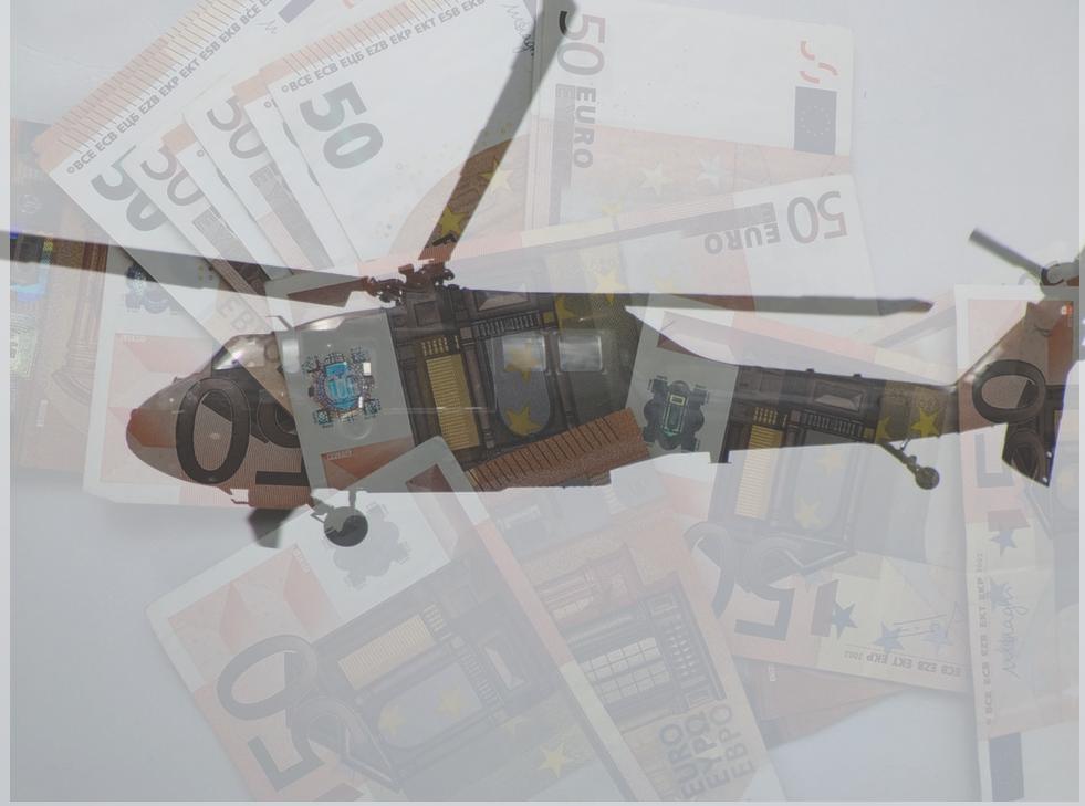 Montage de billets d'euro et d'un hélicoptère
