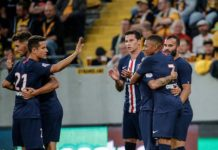 Les Parisiens célébrant un but lors de la tournée estivale