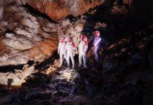 Des candidats astronautes dans la grotte près de Bilbao, en Espagne