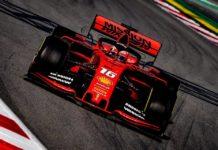Charles Leclerc sur un circuit avec sa Ferrari.