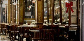 Un restaurant à Paris.