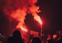 Des émeutes pendant la nuit.