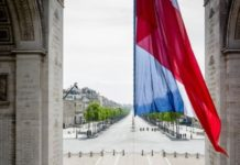 Un drapeau français à l'Elysée.